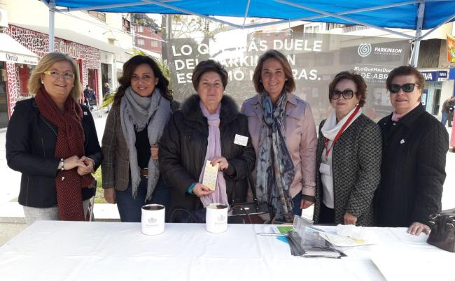 Cada 11 de abril se conmemora el Día Mundial del Parkinson. La asociación 'Parkinson Motril' ha instalado varias mesas informativas en distintos puntos de la ciudad. En la costa de Granada, según datos de la propia asociación se estima que hay más de 200 afectados.