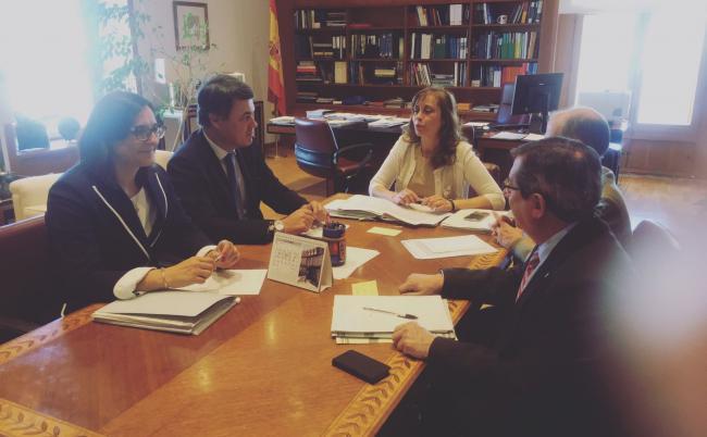 Carlos Rojas se ha reunido en la mañana de hoy en el Congreso de los Diputados, con Liana Ardiles Directora General del Agua, quien le ha confirmado que las canalizaciones de Rules siguen su trámite y avanzando según lo previsto.