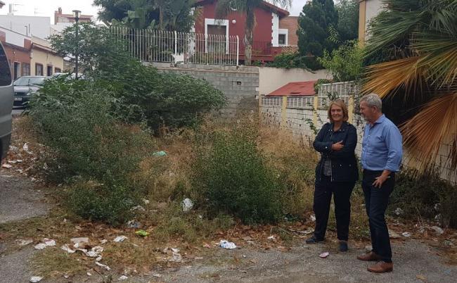"""Son muy numerosos los solares que hay en Motril tanto de propiedad privada como municipal los que están abandonados, acumulando basuras, olores presencia de roedores y provocando muchas quejas por parte de sus vecinos""""."""