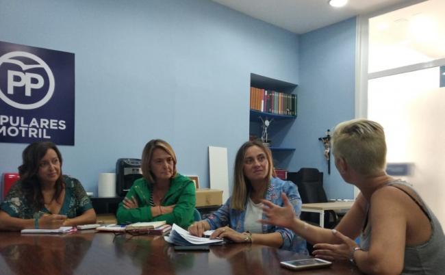 Los populares han anunciado que van a llevar al pleno de Motril y al Parlamento Andaluz una iniciativa para que  defienda los derechos de estos padres y madres así como de los alumnos, pidiendo la reunificación familiar tanto en colegios públicos como concertados, defendiendo siempre la libertad de las familias para elegir qué educación quieren para sus hijos.