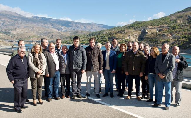 Rojas defiende que Casado se ha comprometido en Granada a finalizar las conducciones y las infraestructuras pendientes en la provincia, generando oportunidades y empleo en sectores fundamentales, entre ellos, la agricultura