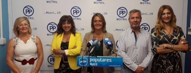 """Para los populares """"la Sra. Almón no ha sabido aprovechar el regalo que le hizo el Partido Andalucista e IU otorgándole un cheque en blanco para gobernar Motril. Y ese cheque en blanco estamos pagándolo con muchos """"intereses"""" todos los motrileños y las motrileñas""""."""