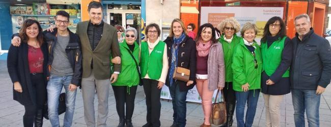 La asociación Española contra el Cáncer a través de su delegación en Motril ha instalado una mesa informativa en la Plaza de la Aurora para sensibilizar y concienciar sobre esta enfermedad que afecta a mucha personas en Motril. El próximo día 24 de febrero se llevará a cabo el tradicional puchero de coles solidario en el recinto de la Almudena.