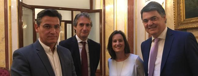 """El diputado nacional del PP apela al """"compromiso y consenso"""" con el resto de fuerzas políticas para conseguir que la línea marítima sea """"más competitiva""""."""